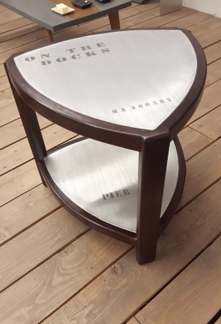 TABLE BASSE TRIANGLE METAL