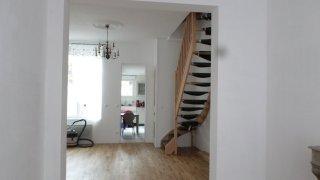 Pose d'un escalier et peinture