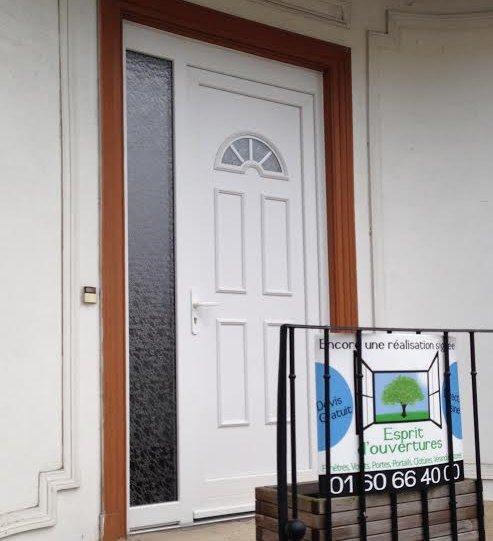 Esprit d'ouvertures S1GB tierce porte d'entrée PVC blanche vitrage delta biarritz 1