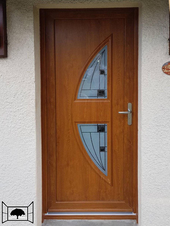 Porte d'entrée moderne en PVC chêne doré