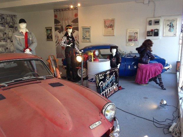 thème : présentation de deux vehicules identisques , un restauré et un à restaurer