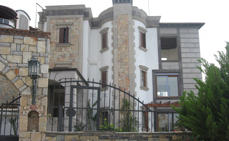 villa traditionnelle en pierre