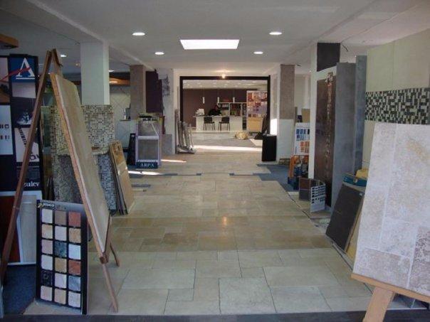 ambiance pierre carrelage aubagne-marseille-bandol-exterieur-interieur-sol-margelles-beton-terre-cuite-salle-de-bain-faïence