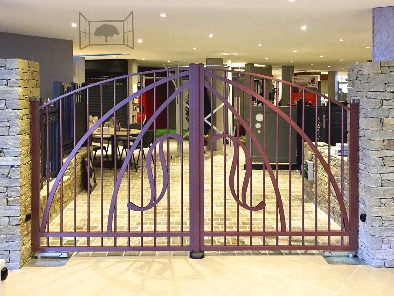 Portail aluminium classique CS33 Orpheus expo showroom DC production clôture de l'océan rouge 2100 sablé