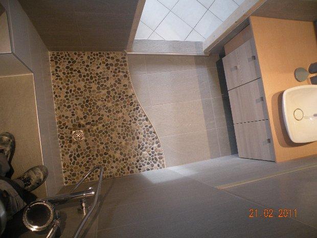 la salle de bain dans le receveur