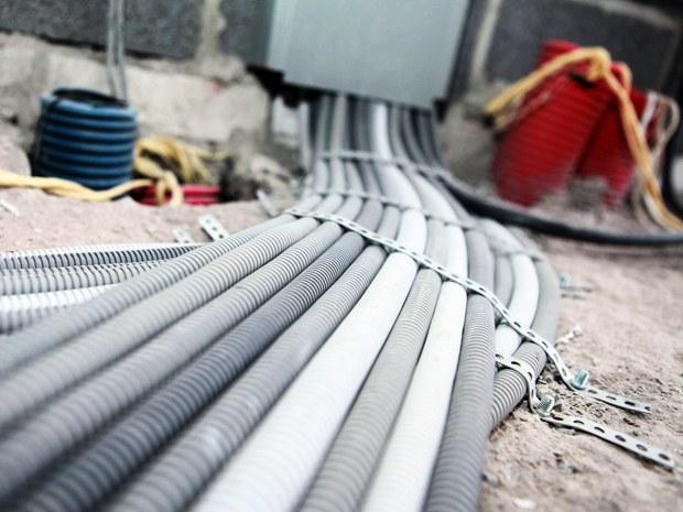 Conduits, goulottes et chemins de câble