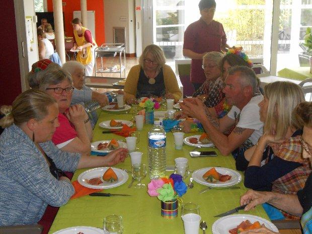 Repas des familles sur le thème des Iles