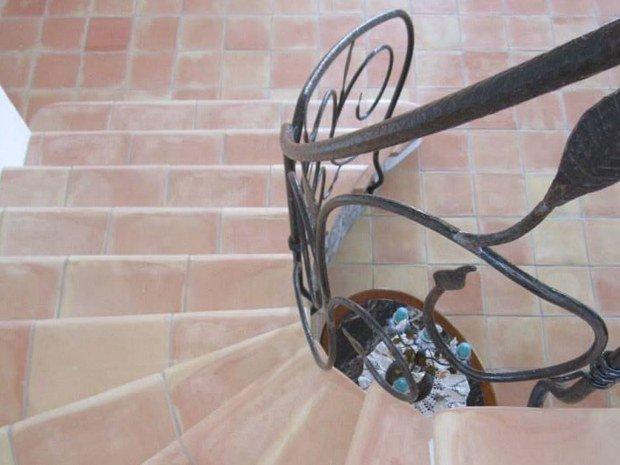 escalier terre cuite vente exposition conseils entretien aubagne marseille ambiance pierre carrelage
