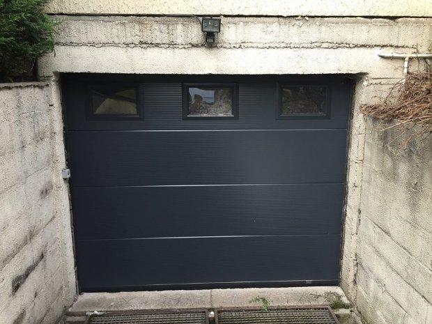 ESPRIT D OUVERTURES sectionnelle 40mm gris 7016 hublots porte de garage