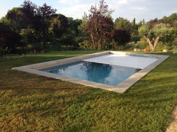 Mod le piscine orana cover aquazur piscines n mes 30000 for Piscine coque volet integre