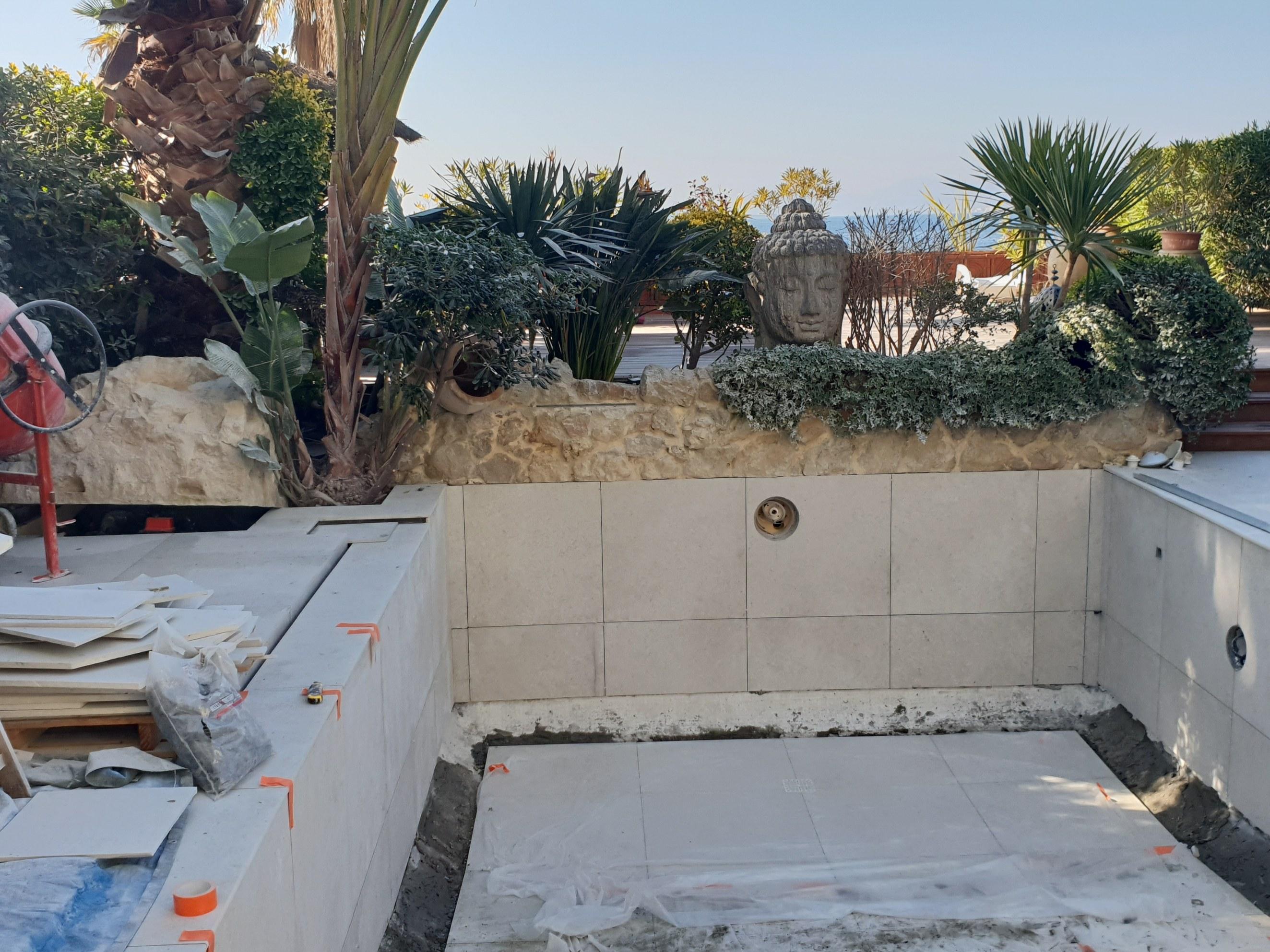 Construction débordement et rénovation carrelage piscine