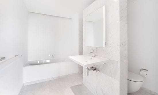 marbre-blanc-salle-de-bain