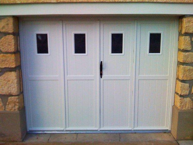 ESPRIT D OUVERTURE porte garage 4 vantaux hublots pvc