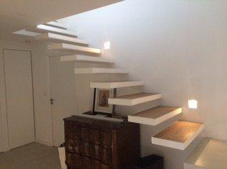 Escalier marche dans le vide