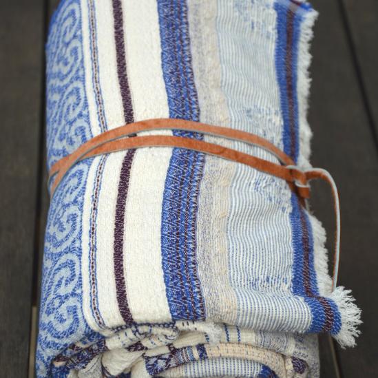 Un joli plaid perse qui habillera votre décoration intérieure et extérieure