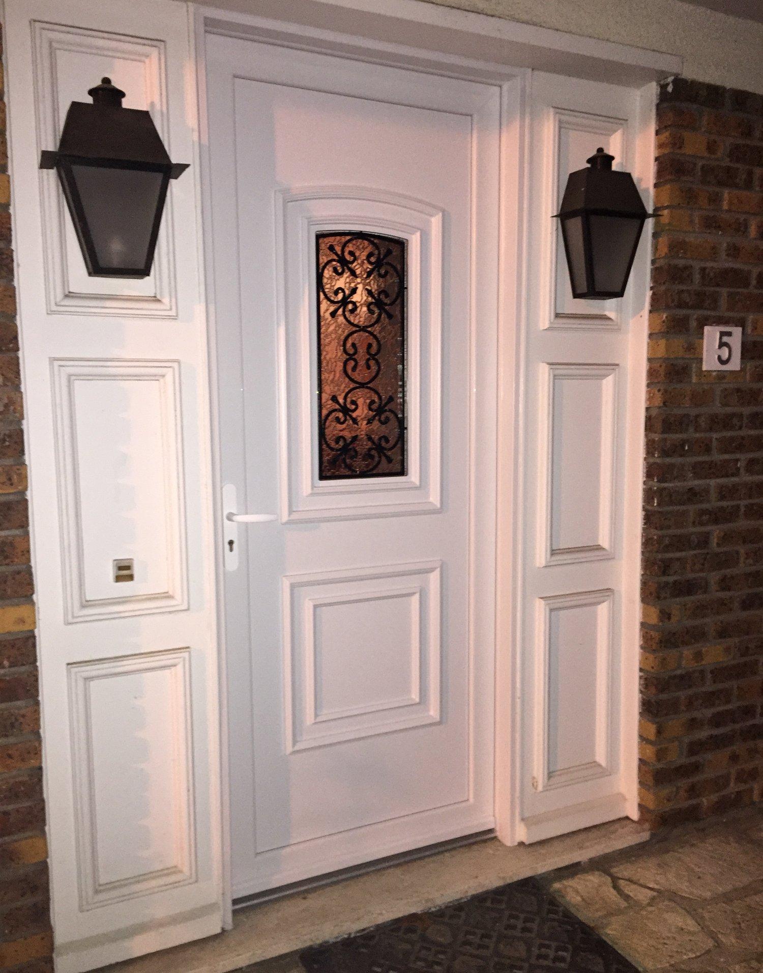 Esprit d'ouvertures Porte d'entrée PVC blanc