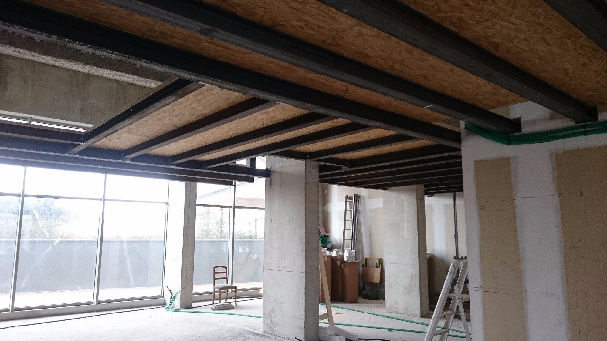 Mezzanine intérieur tout métaux