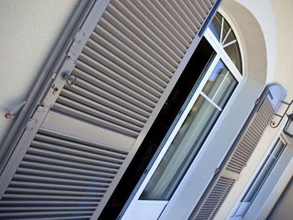 La pose de portes en aluminium et PVC