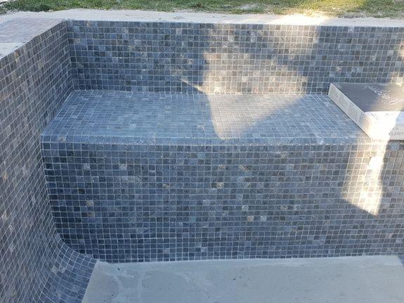 Construction banquette avec rénovation mosaïque