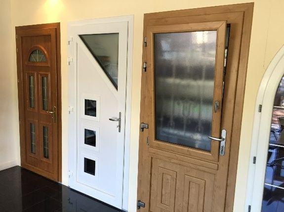Esprit d'ouvertures Brunoy showroom porte fenetre PVC design plaxé devis porte d'entrée