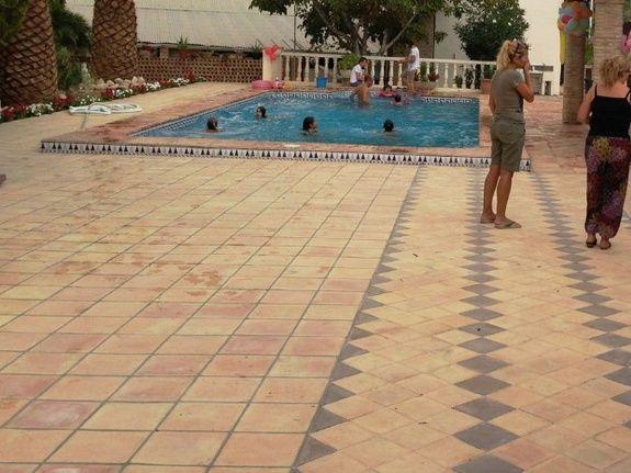 terre cuite fait main artisanale terrasse piscine pose vente specialiste aubagne marseille ambiance pierre carrelage