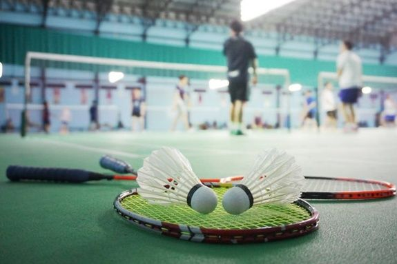 Badminton-raquette-sport2000-salon-de-provence