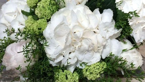 Artisan fleuriste à Lambesc